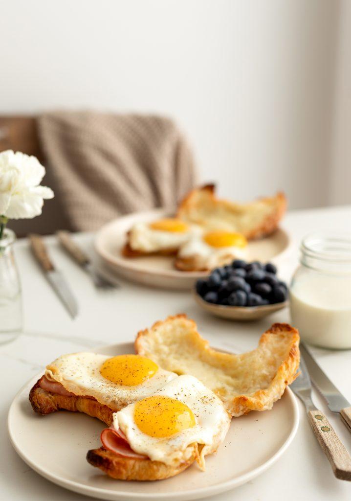 Croissants jambon fromage & œufs dans le sirop