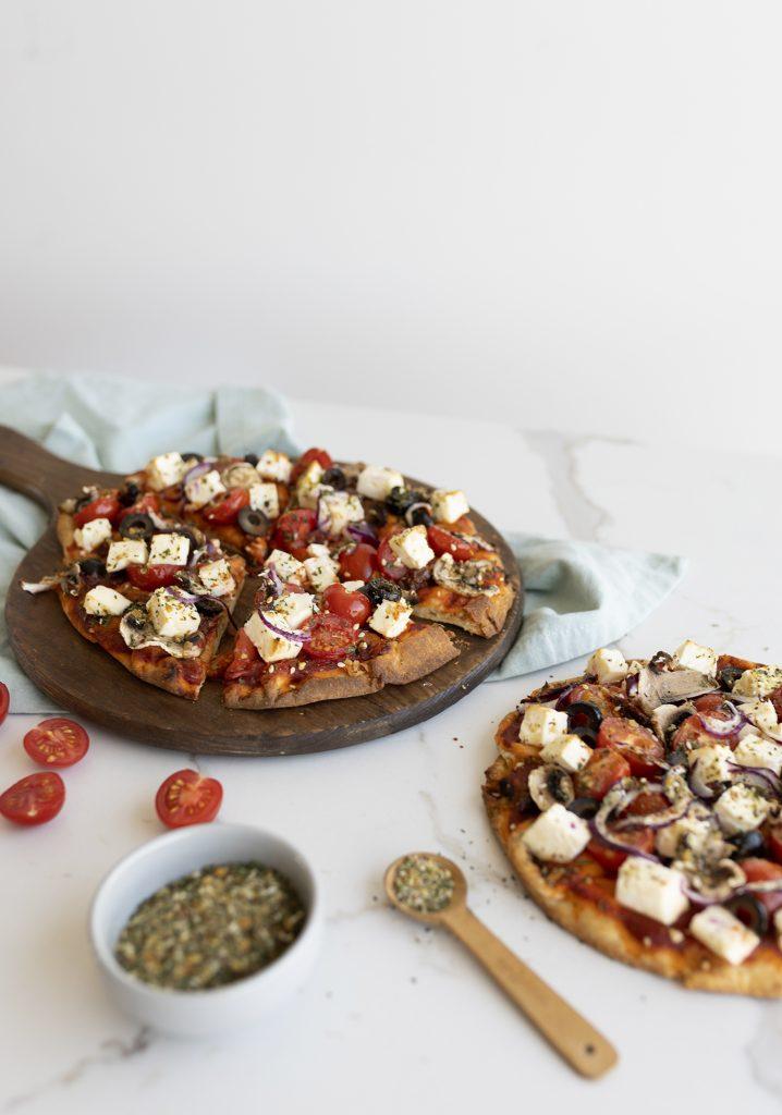 Pizza grecque sur pain naan