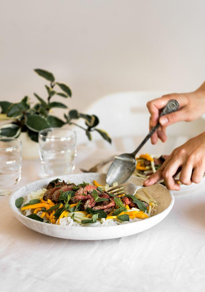 Salade thaïe de bœuf à la mangue