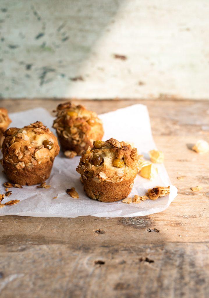 Muffins aux cerises de terre & granola à l'érable