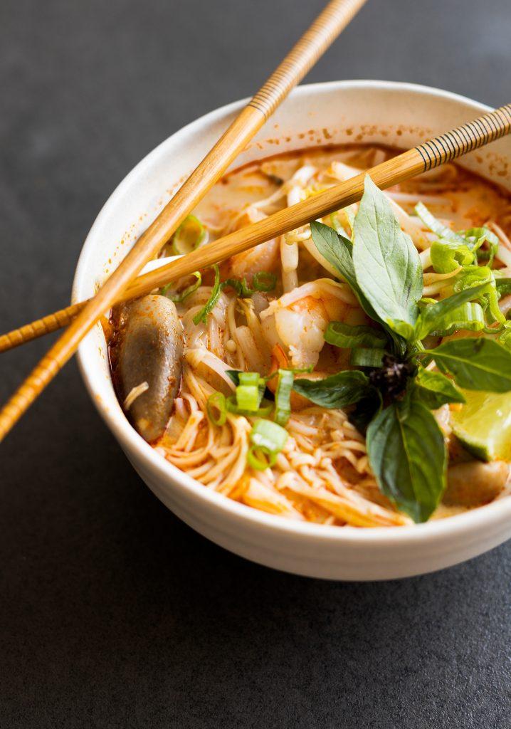 Soupe Tom Yum crémeuse au lait de coco & aux crevettes