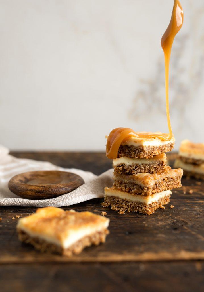 Carrés de gâteau au fromage & au caramel à la fleur de sel en croûte de bretzels
