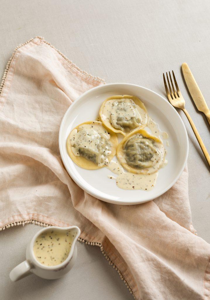 Raviolis aux champignons & sauce crémeuse aux herbes