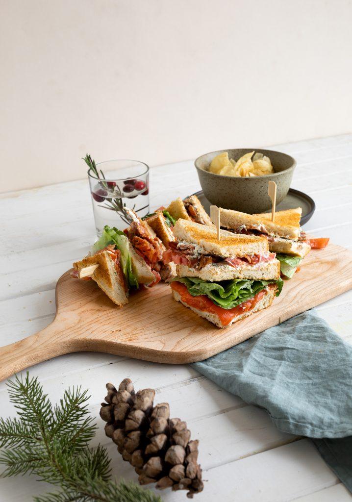 Club sandwich déjeuner au saumon fumé