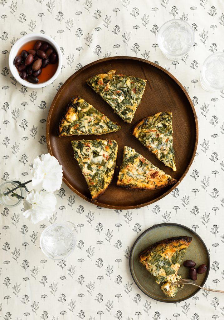 Quiche sans croûte aux épinards, aux tomates séchées & au fromage féta à la mijoteuse