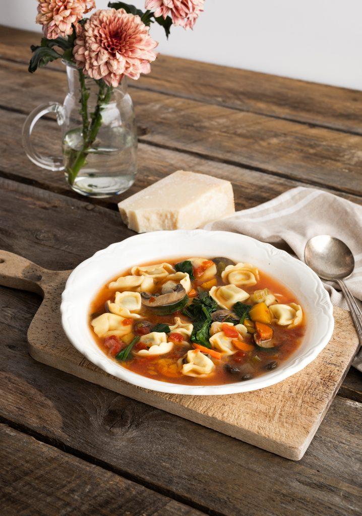Soupe-repas à la courge & aux tortellinis à la mijoteuse