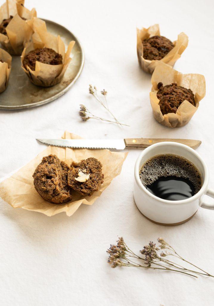 Muffins au sarrasin, au café & aux dattes