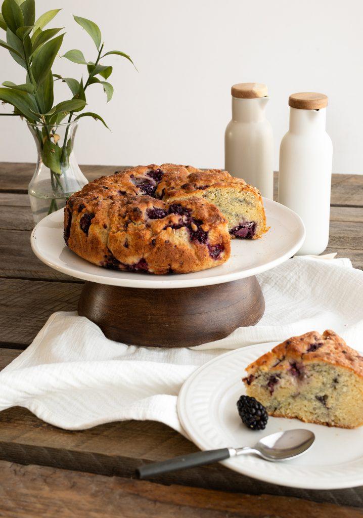 Gâteau-collation à la ricotta, aux mûres & au gingembre
