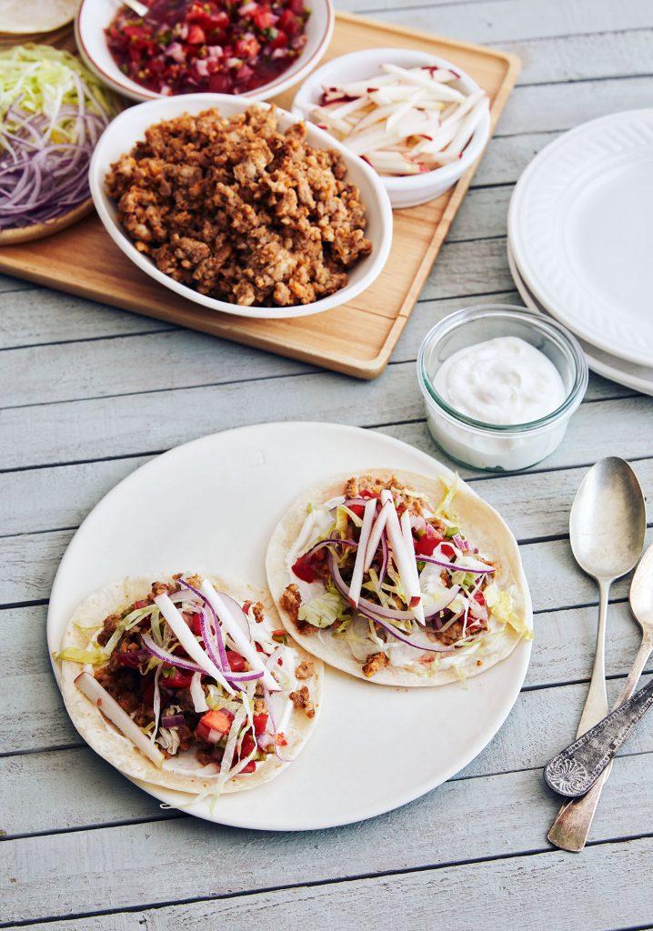 Tacos à la chair de saucisses & salsa de tomates fraîches