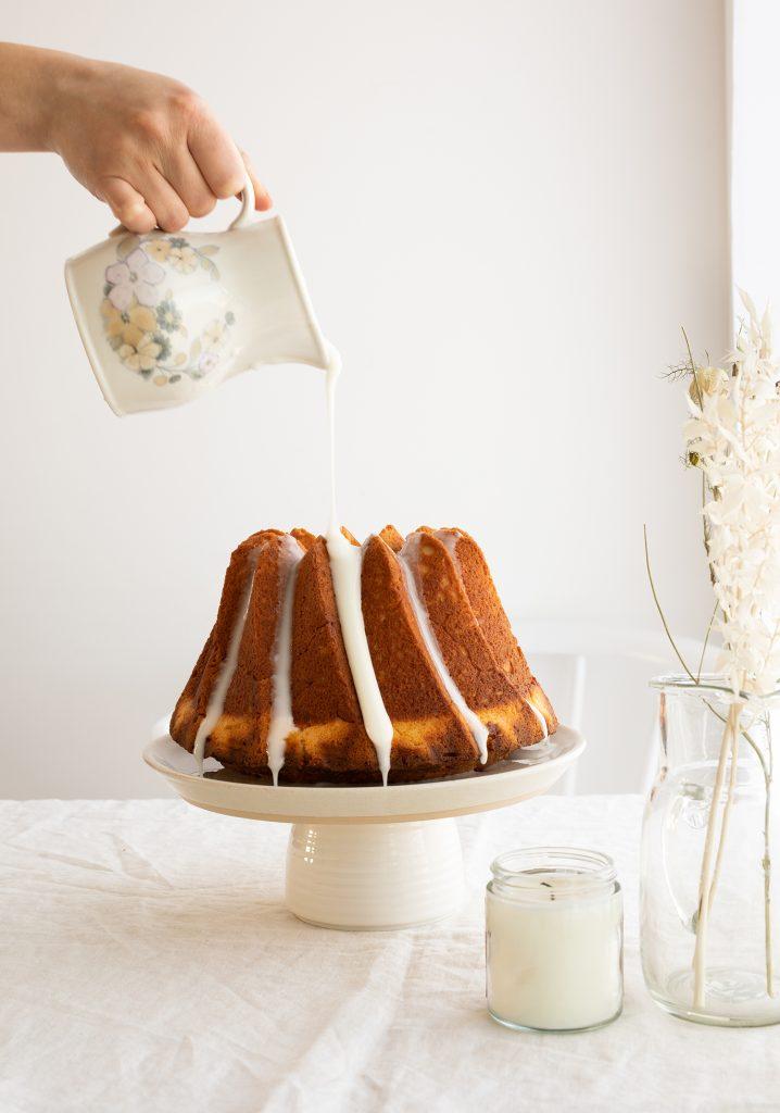 Gâteau Bundt à la noix de coco & glaçage au jus d'ananas