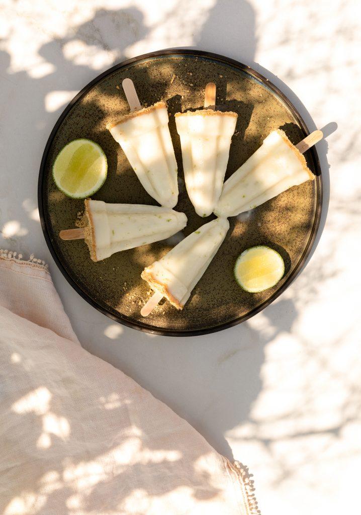 Sucettes glacées au kéfir façon tarte à la lime