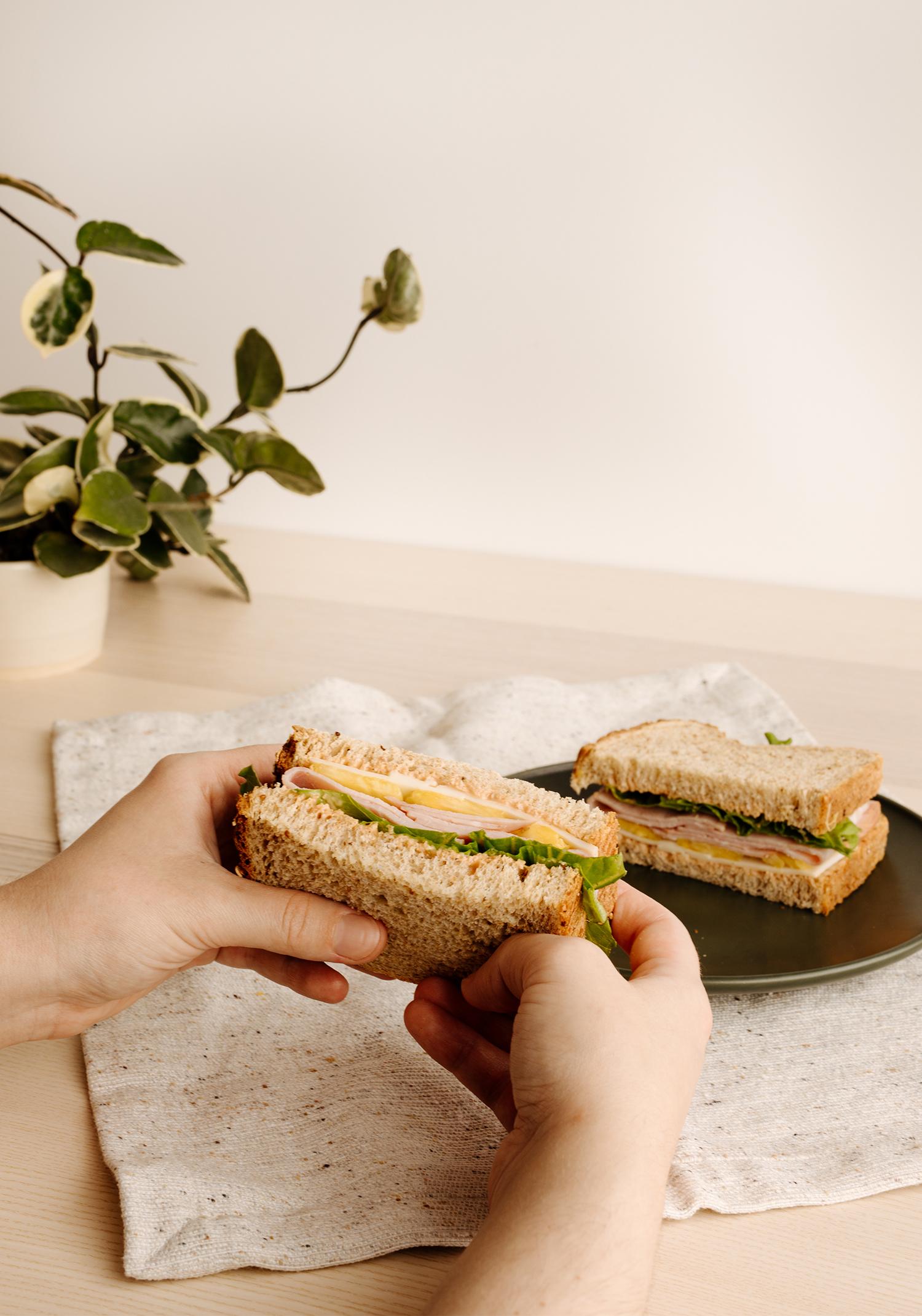 Sandwich d'inspiration hawaïenne au jambon & à l'ananas