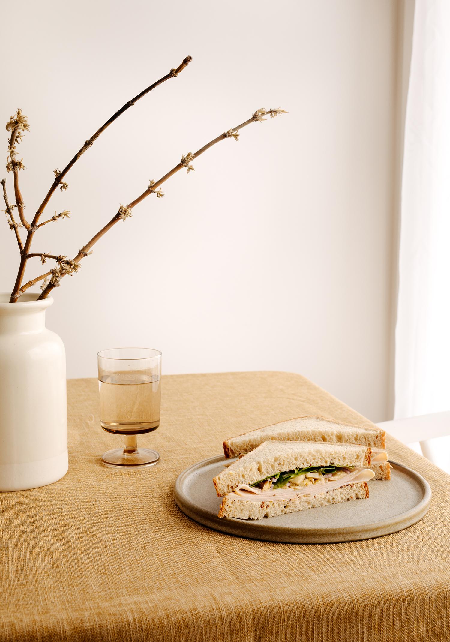 Sandwich à la dinde, aux coeurs d'artichauts & à la moutarde au miel