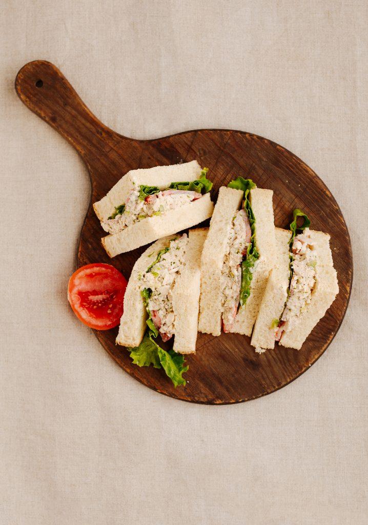 Sandwich à la salade de thon au citron & à l'aneth